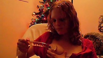 Xmas babe masturbates under the xmas tree