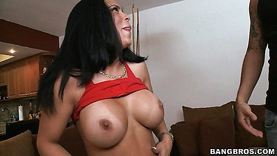 Chick pulls up her shirt and reveals her tits