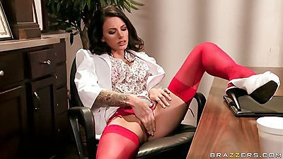 Dr Juelz is a hot doctor masturbating