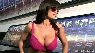 Big boobs milf Lisa Ann