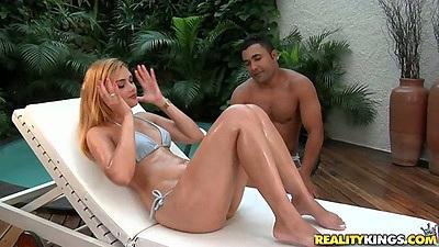 Nice ass latina Aysla Brasil gets her ass oiled up nice n wet