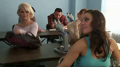 Group of milfs with Gracie Glam and a blowjob