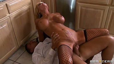 Reverse cowgirl big tits sex with milf Houston on kitchen floor