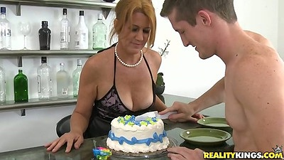 Milf havin a birthday cake followed by birthday cock sucking