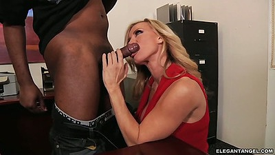 Interracial milf blowjob from Amber Lynn then sex on table