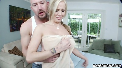 Milf big tits Eden Adams comes in for nude massage with oil