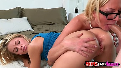 Mother and daughter doing threesome pussy to mouth with cute and milf Jessa Rhodes and Jennifer Best