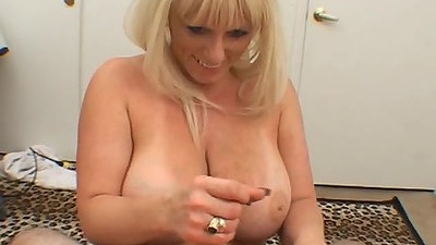 Big boobs mature mom does lovely experienced titty fuck