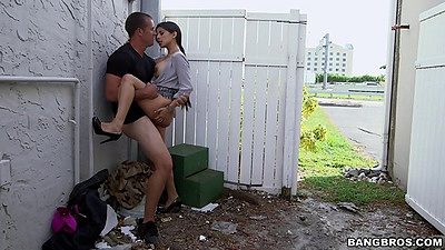 Seductive latina milf gets fucked in the public back alley Soffie